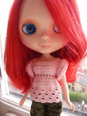 Hyper Balloon blythe Doll Top free crochet pattern