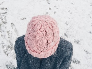 Dusty Rose Cable Hat knitting pattern